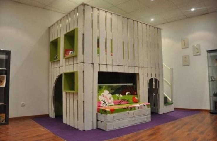 12 lits et meubles de chambre r alis s partir de palettes de manutention. Black Bedroom Furniture Sets. Home Design Ideas