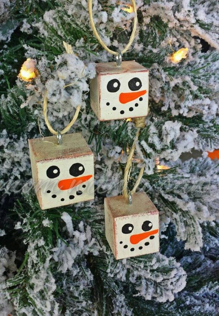 comment fabriquer des bonhommes de neige avec des trucs simples et des objets r cup r s 14. Black Bedroom Furniture Sets. Home Design Ideas