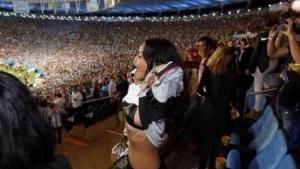 Image illustrant l'article Rihanna fait encore parler d'elle: à moitié nue pour soutenir l'Allemagne!