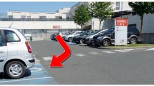 Image illustrant l'article Il tombe sur cette voiture garée sur une place handicapée et décide de lui donner une leçon légendaire !
