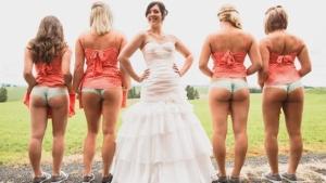 Image illustrant l'article La nouvelle mode à un mariage : montrer ses fesses