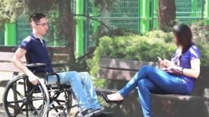 Image illustrant l'article Elle le recale juste parce qu'il est handicapé, mais dès qu'il s'agit d'argent…