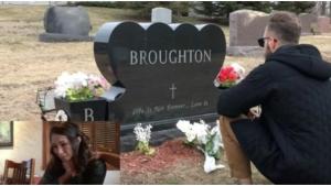 Image illustrant l'article Voilà des années que le papa de cette fille est décédé, aujourd'hui elle fond en larmes en voyant qui est devant sa tombe !