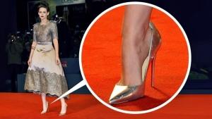Image illustrant l'article C'est Donc Pour ça Que Les Célébrités Portent Des Chaussures Trop Grandes Pour Elles...