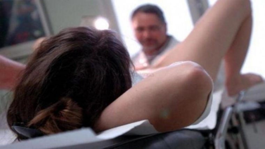 Image illustrant l'article Découverte horrible pour le gynécologue qui reçoit cette jeune femme...