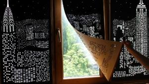 Image illustrant l'article Des rideaux qui vous donnent l'impression de vivre au-dessus d'une grande ville...